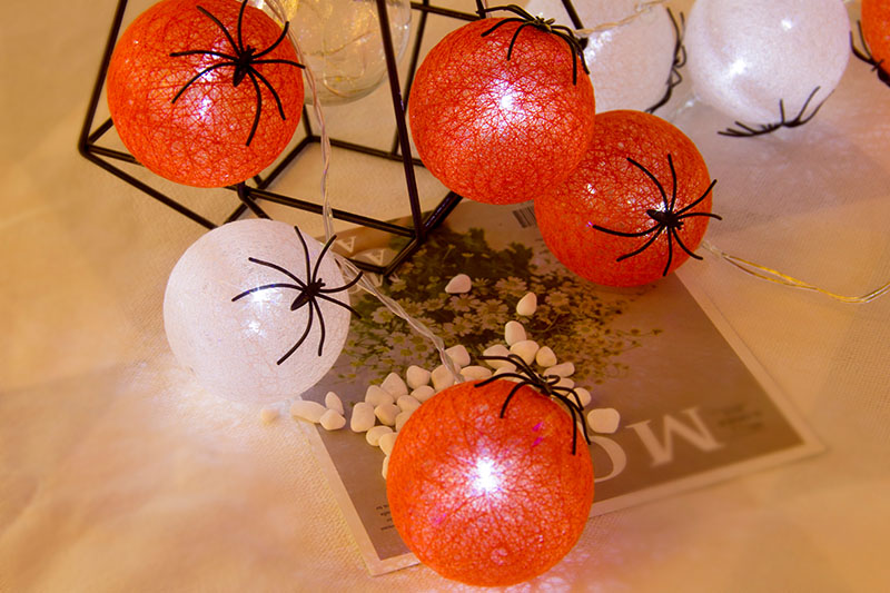 LED Cotton Ball With Spider Lights